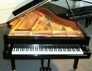Yamaha C3 Grand Piano ebony----------€2000 (Euro)